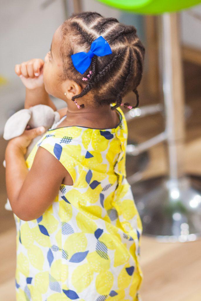 Enfant avec tresses